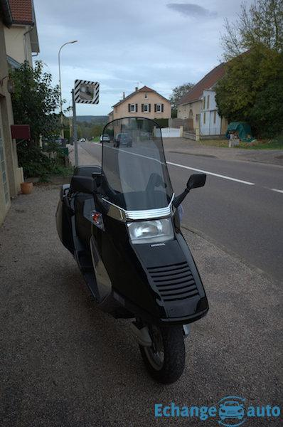 SCOOTER HONDA HELIX CN250 Collector